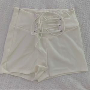 Pants - White High-Waisted Shorts SIZE: M